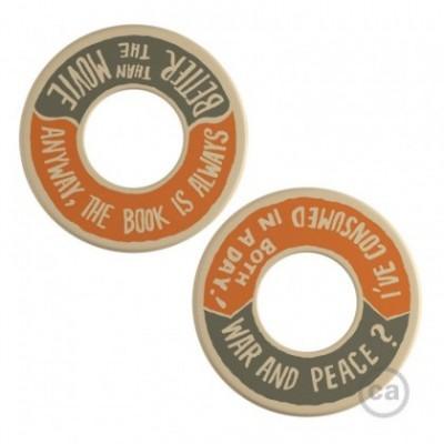 MINI-UFO: disco de madeira reversível da Coleção READING BALLSH*T, assunto WAR&PEACE + BETTER THAN THE MOVIE